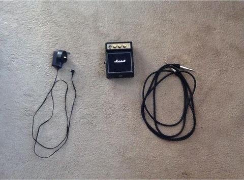 Guitar amp with charging cable and jack cable