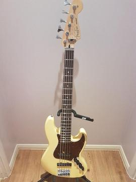 Fender Jazz Deluxe Series V - 5 String Active Bass in Excellent Condition (MiM)