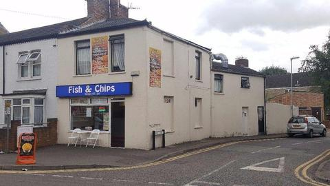 FISH & CHIPS / PIZZA / KEBABS TAKEAWAY SHOP + 3 BED ROOM FLAT ABOVE WITH SEPARATE ENTRANCE