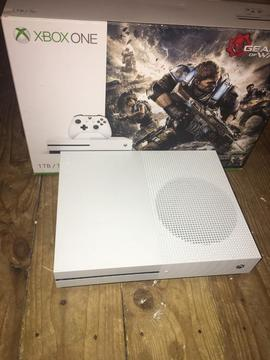 Xbox one S 1TB mint condition boxed