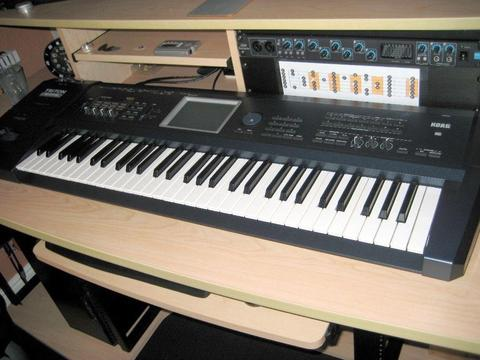 Korg Triton Extreme 61 Key Synthesizer/Sampler/Workstation / Drum Machine with fitted Moss board