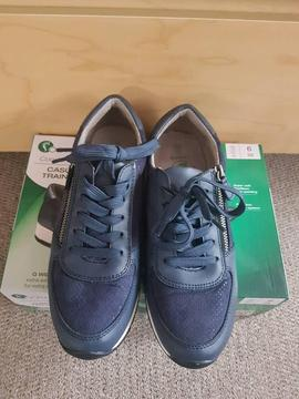 Casual trainers size 5