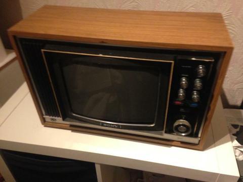 KV-132OUB Vintage Sony Trinitron Colour TV